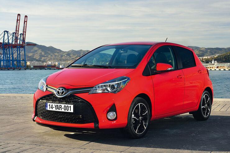 Toyota yaris modellpflege neues design trift neues for Interieur yaris 1