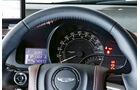 Aston Martin Cygnet, Lenkrad, Rundinstrumente