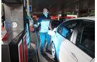 BMW 320d Efficient Dynamics Edition, Tankstelle, Seitenansicht