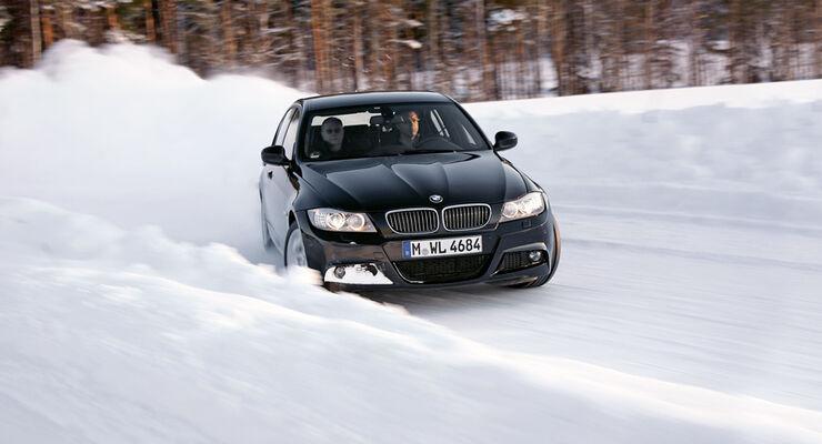 BMW im Schnee
