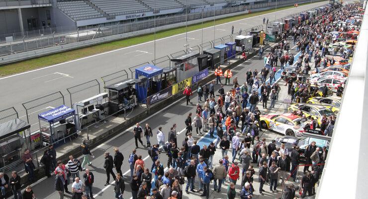 Boxengasse, Fans, VLN Langstreckenmeisterschaft Nürburgring 28-4-2012