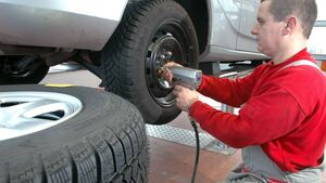Die besseren Reifen kommen beim Reifenwechsel nach hinten.