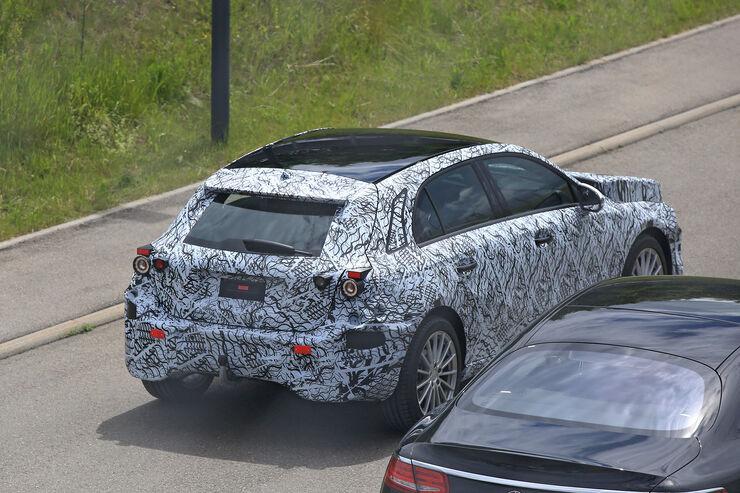 Erlkoenig-Mercedes-A-Klasse-fotoshowBig-2d7445e0-955394