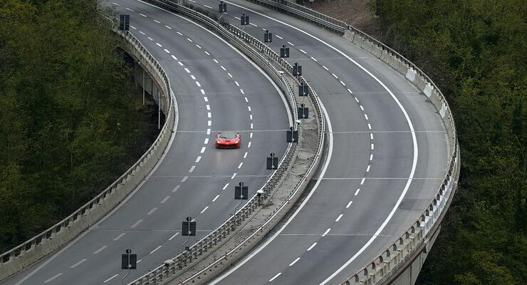 Ferrari LaFerrari, Frontansicht, Autobahn