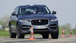 Jaguar F-Pace 30d AWD, Frontansicht, Slalom