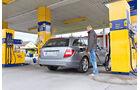 Mercedes C 180 CDI T Avantgarde, Tankstelle