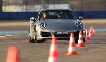 Porsche 911 Carrera S, Frontansicht, Slalom