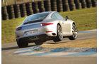 Porsche 911 Carrera S, Heckansicht, Kurvenfahrt