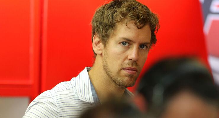 Sebastian Vettel - Ferrari - Formel 1 Test - Abu Dhabi - 25. November 2014