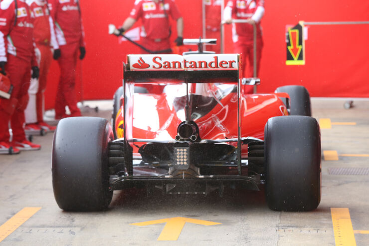http://imgr1.auto-motor-und-sport.de/Sebastian-Vettel-Ferrari-Formel-1-Test-Barcelona-23-Februar-2016-fotoshowBig-7e09433d-929062.jpg