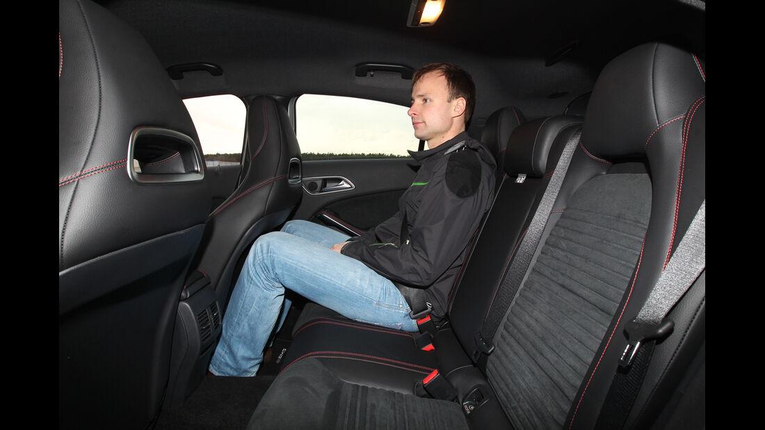Mercedes A 200 AMG Sport, Rücksitz, Beinfreiheit