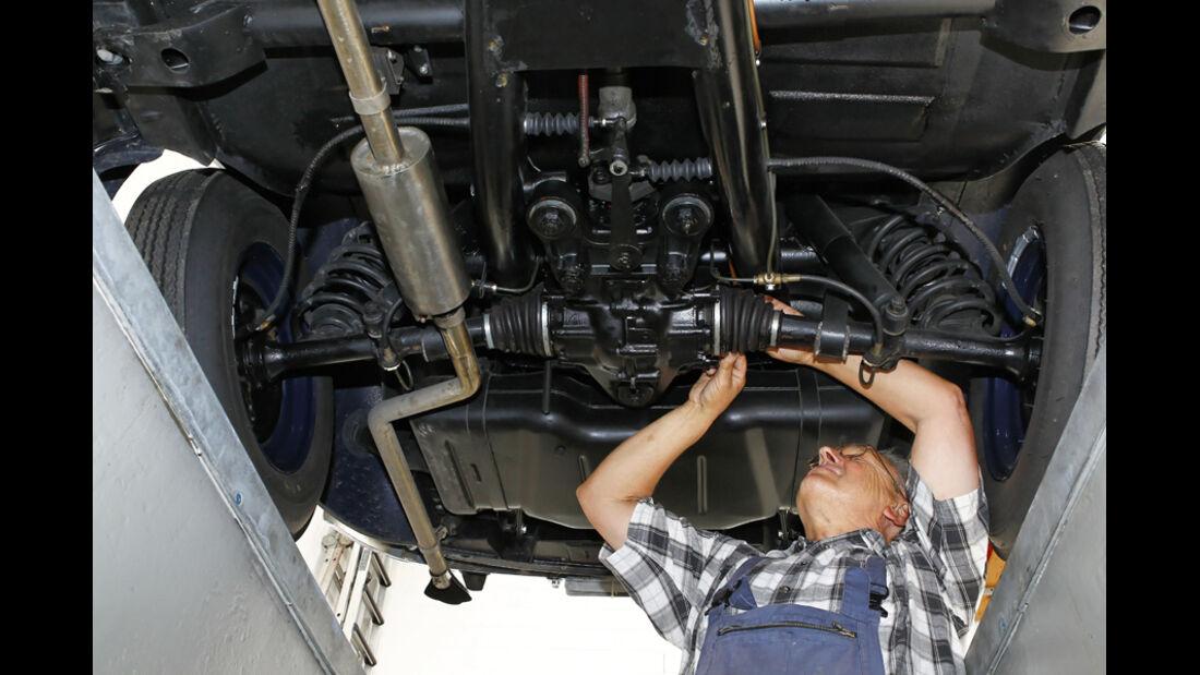 Mercedes Benz 170S, Unterboden, Arbeiten