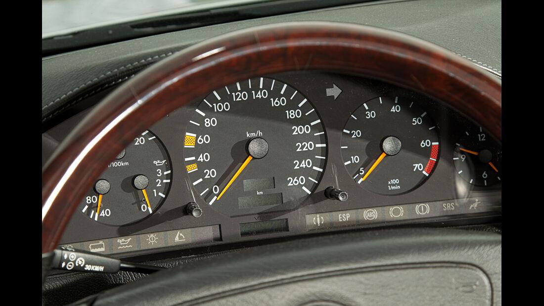 Mercedes-Benz SL 600, Rundinstrumente