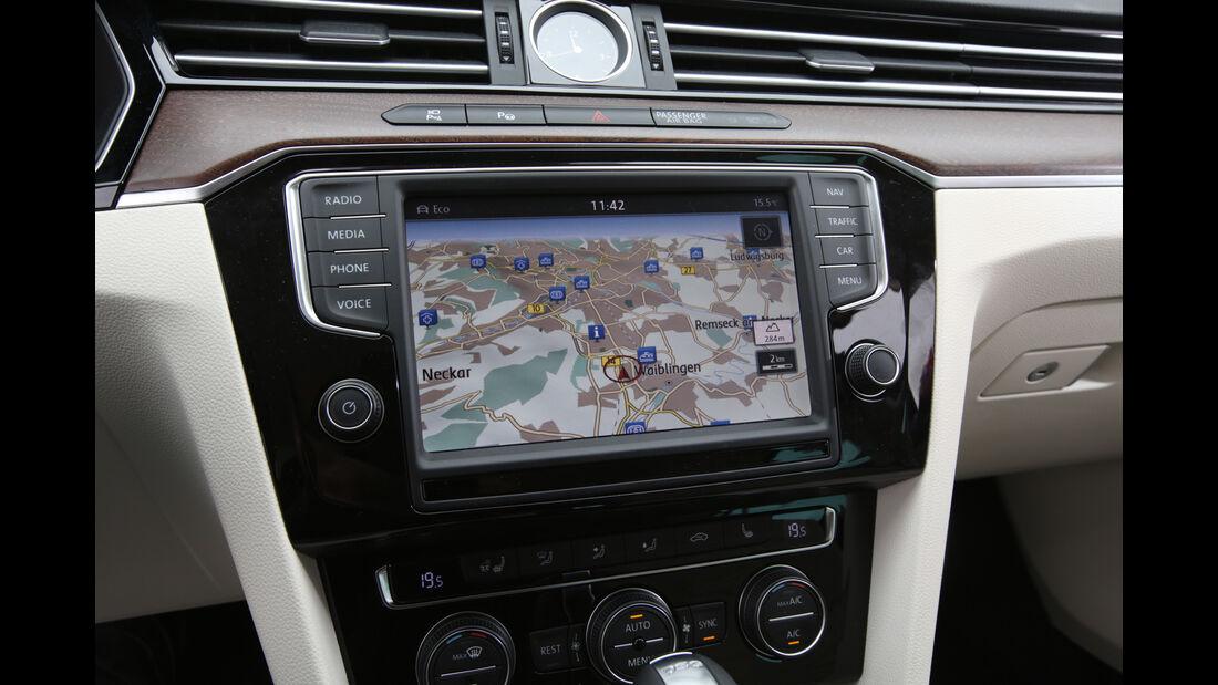VW Passat Variant 2.0 TSI, Uhr