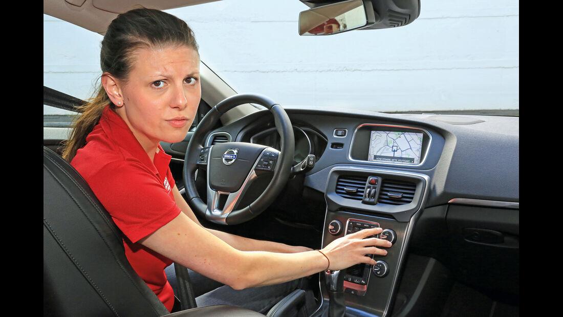 Volvo V40 D3 Summum, Cockpit, Bérénice Schneider