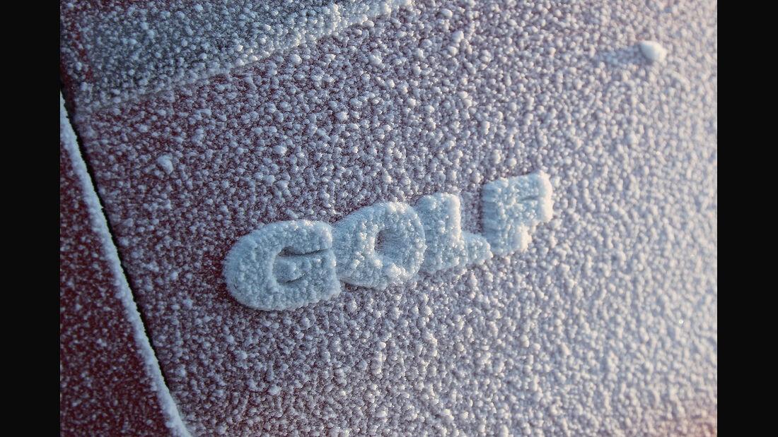 01/2013 VW Golf Abnahmefahrten Polarkreis, Golf Schriftzug vereist