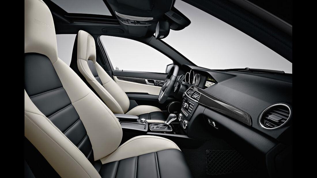 0111, Mercedes C-Klasse C63 AMG, Innenraum, Cockpit