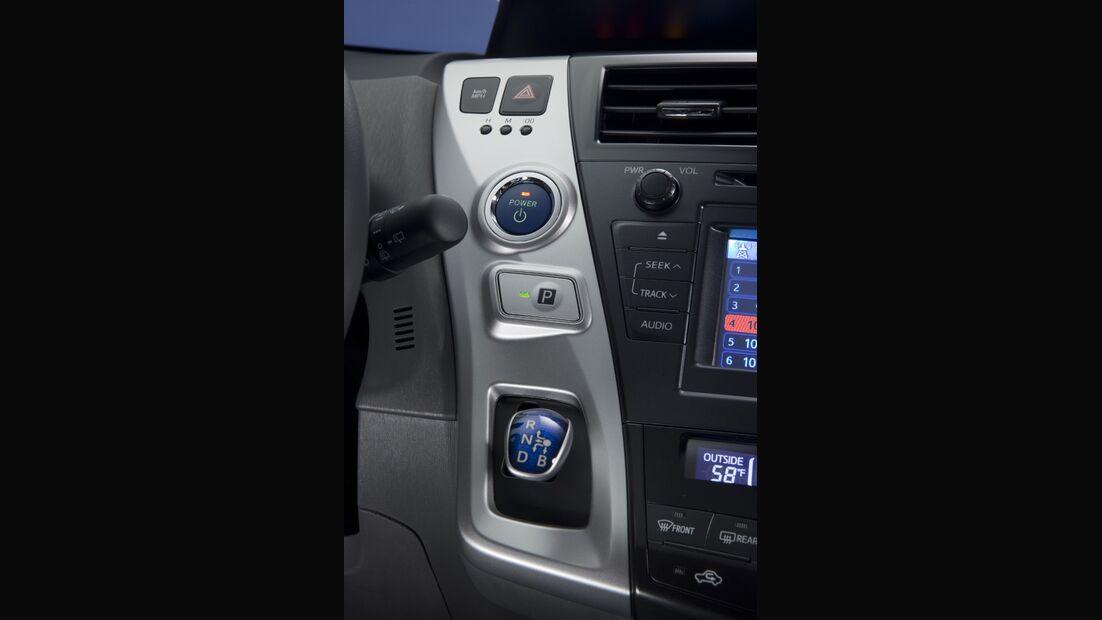0111, Toyota Prius V, Cockpit