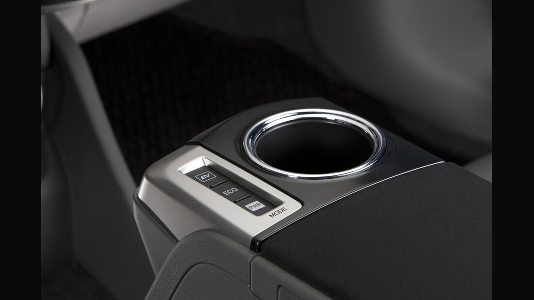 0111, Toyota Prius V, Cockpit, Cupholder