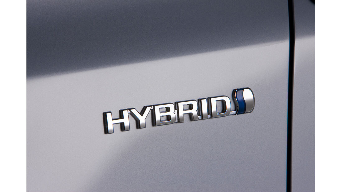 0111, Toyota Prius V, Hybridschriftzug