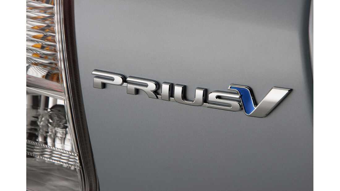 0111, Toyota Prius V, Prius Schriftzug