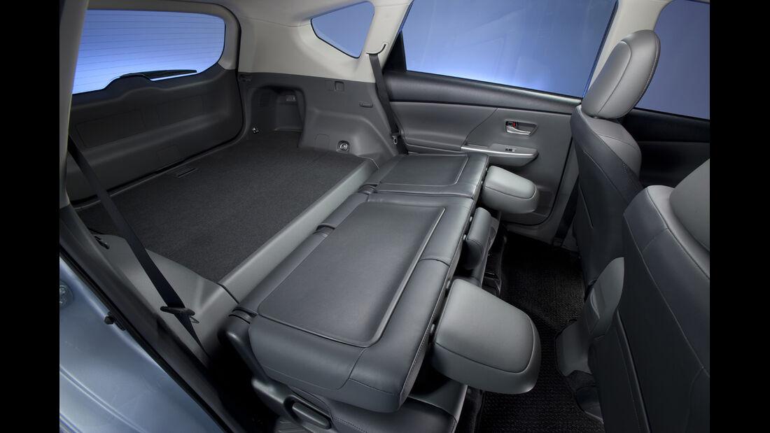 0111, Toyota Prius V, Rückbank