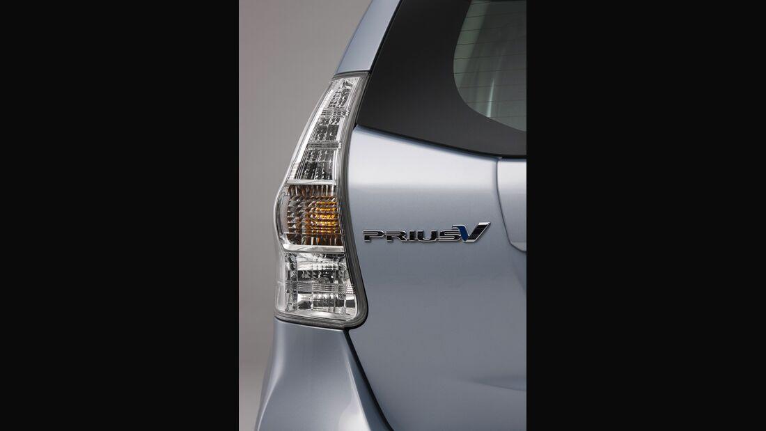 0111, Toyota Prius V, Rücklicht