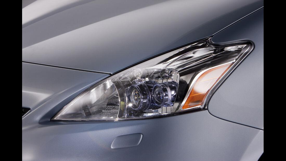 0111, Toyota Prius V, Scheinwerfer