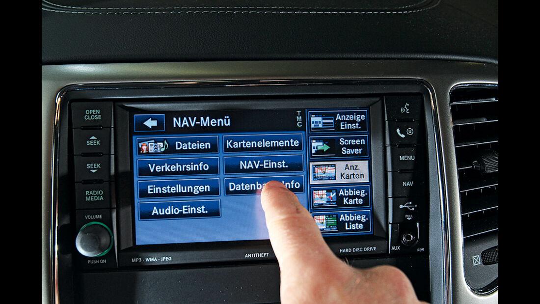 0111, ams 01/2011, Jeep Grand Cherokee 3.6 V6 Overland, Navigationssystem, Touzchscreen
