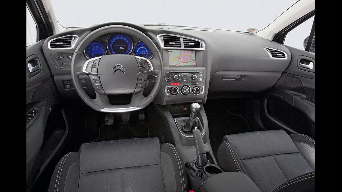 0111, ams 02/2011, Citroen C4 1.6, Innenraum