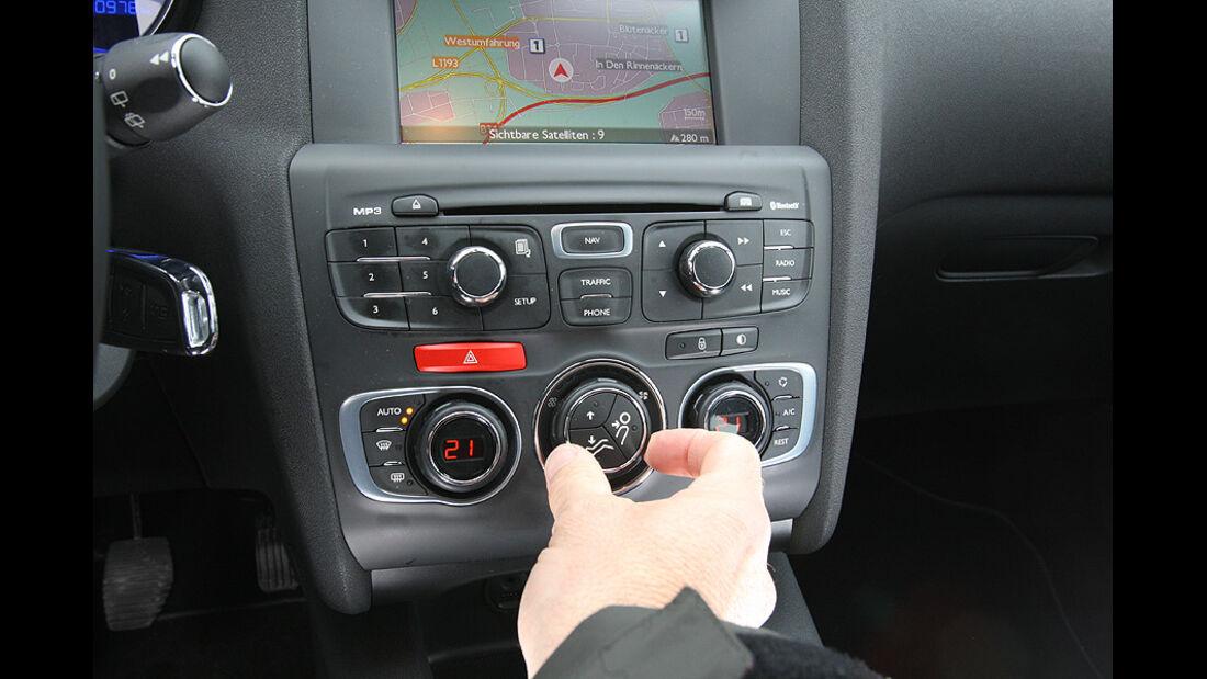 0111, ams 02/2011, Citroen C4 1.6, Mittelkonsole