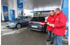 0111, ams 02/2011, Citroen C4 1.6, Opel Astra 1.4 Turbo, Tankstelle