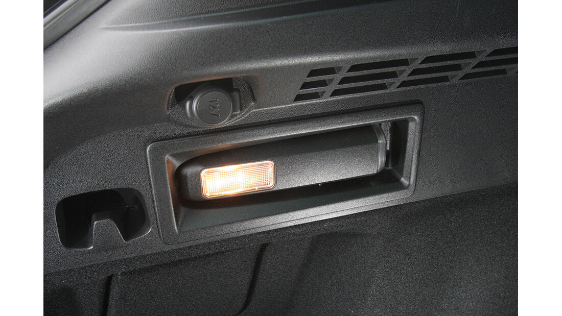 0111, ams 02/2011, Citroen C4 1.6, Taschenlampe
