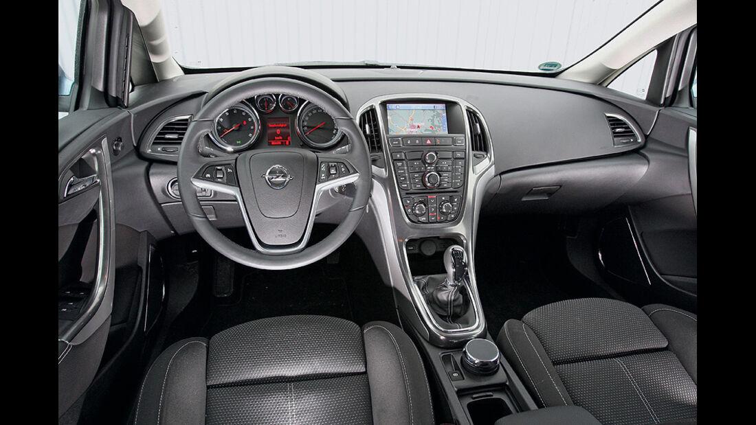 0111, ams 02/2011, Opel Astra 1.4 Turbo, Innenraum