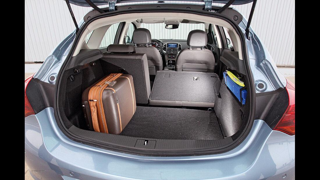 0111, ams 02/2011,  Opel Astra 1.4 Turbo, Kofferraum