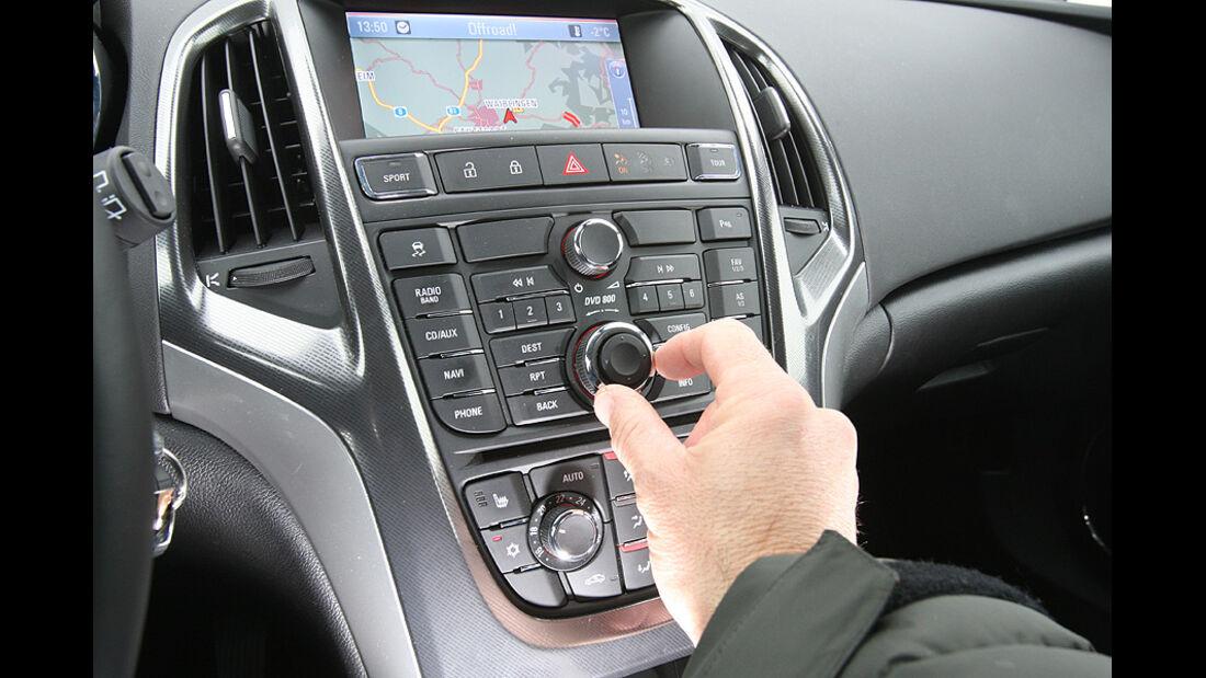 0111, ams 02/2011, Opel Astra 1.4 Turbo, Mittelkonsole
