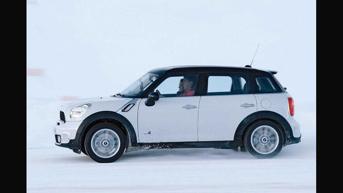 0111, ams 02/2011, Traktionsvergleich, Allradantrieb, Schnee, Mini Countryman