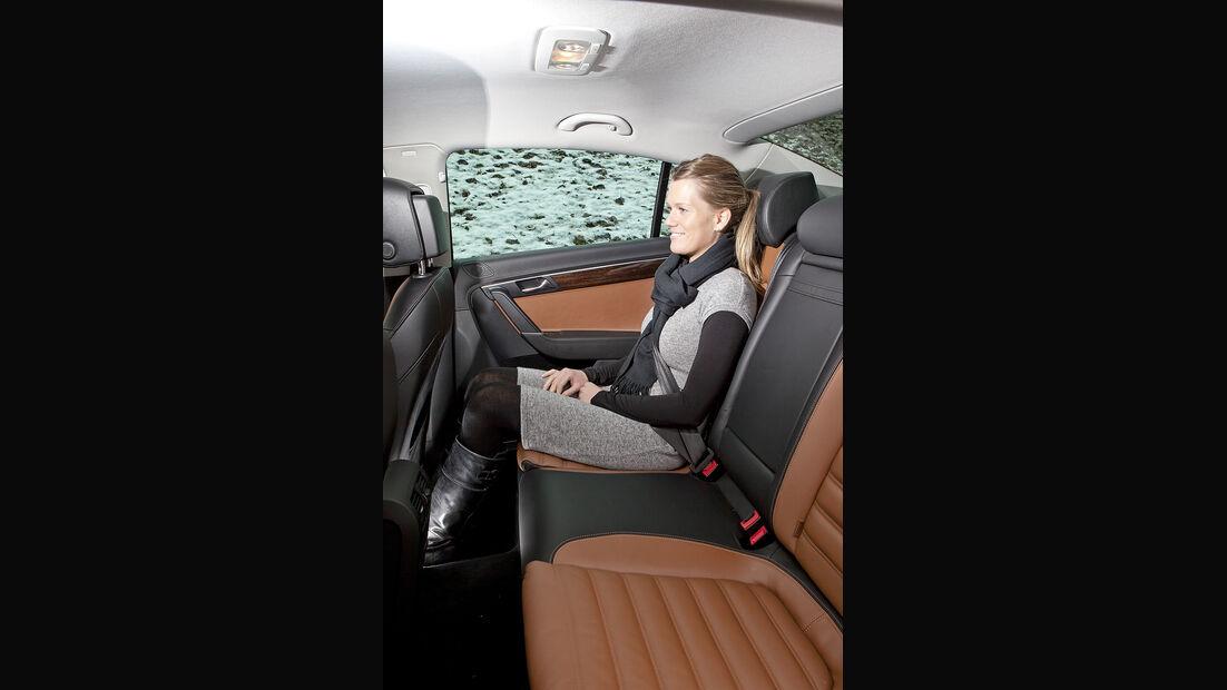 0111, ams 02/2011, VW Passat 1.8 TSI Limousine, Rückbank, Rücksitze