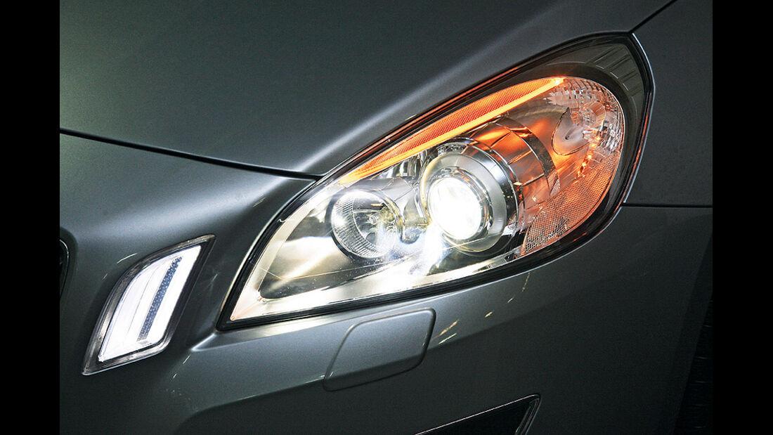 0111, ams 03/2011, Lichttest, Scheinwerfer Volvo S60