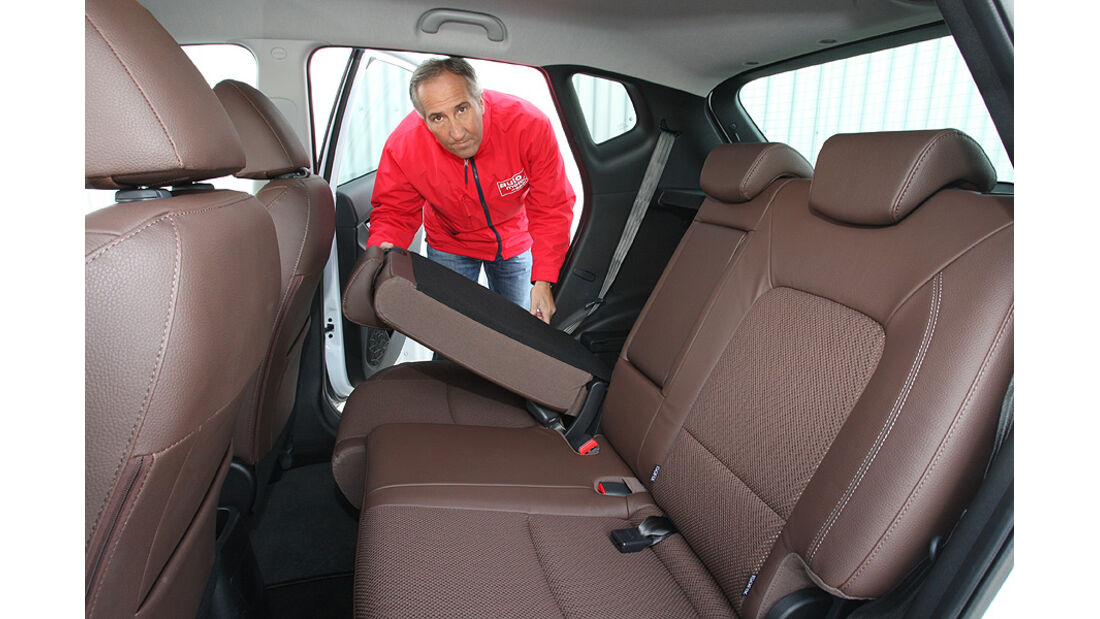 0111, ams 25/2010, Hyundai ix20 Blue 1.6 Comfort, Rückbank umgelegt