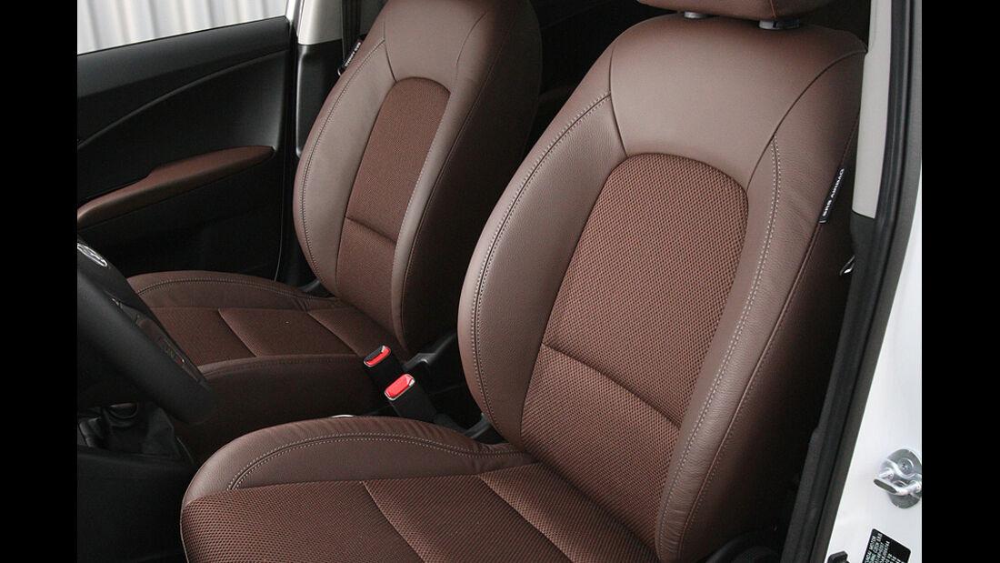 0111, ams 25/2010, Hyundai ix20 Blue 1.6 Comfort, Sitze