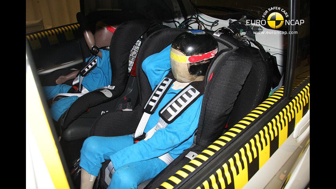 02/2011, EuroNCAP, Crashtest, Ergebnis Mitsubishi i-Miev, Kindersitzcrashtest