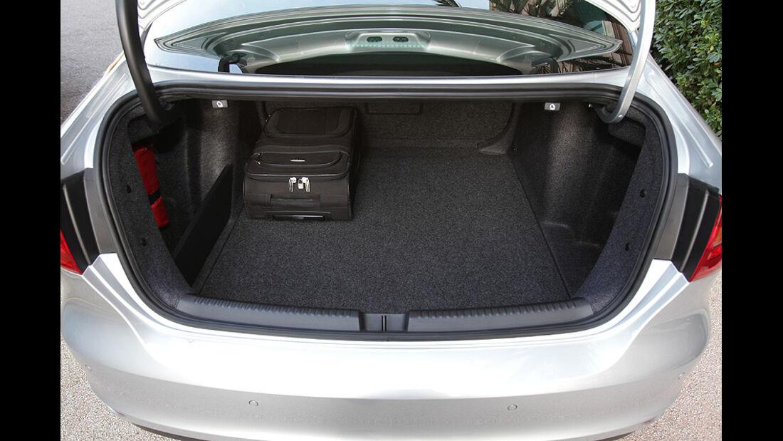 03/11 aumospo05/2011 VW Jetta, Kofferraum