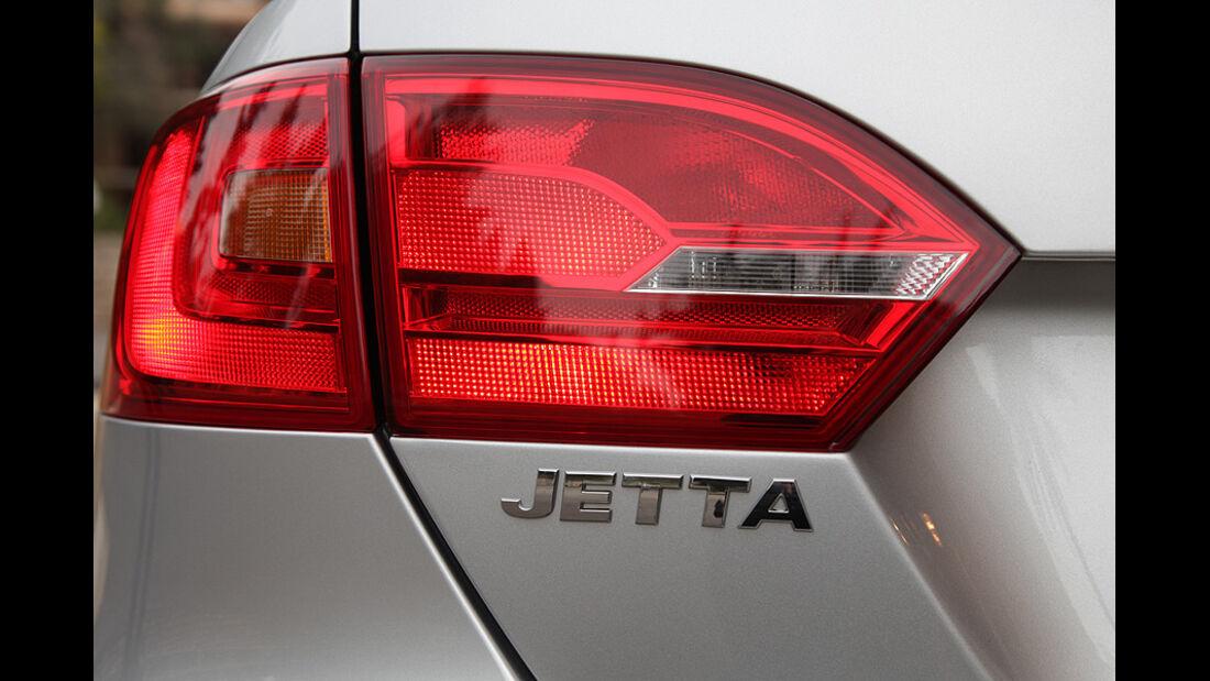 03/11 aumospo05/2011 VW Jetta, Rücklicht, Schriftzug
