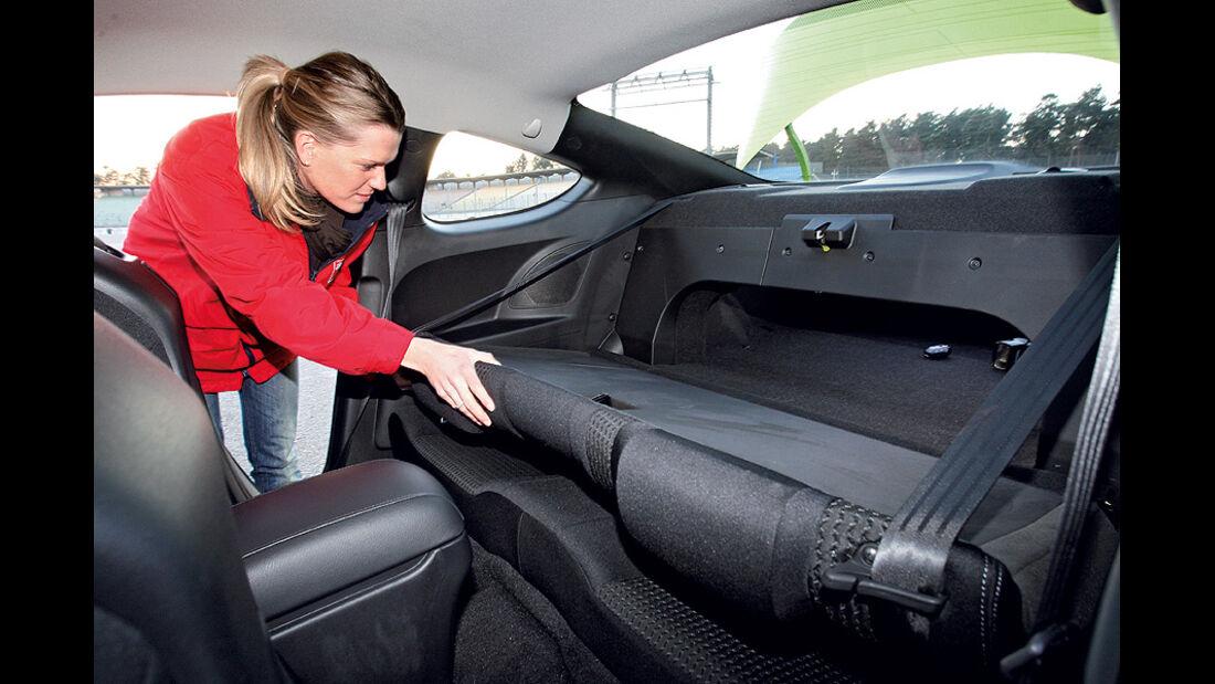 03/11 aumospo06/2011 Hyundai Genesis Coupé 2.0T, Fond, Rückbank