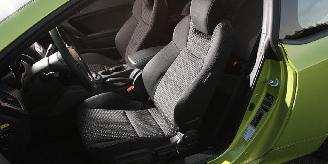 03/11 aumospo06/2011 Hyundai Genesis Coupé 2.0T, Sitze