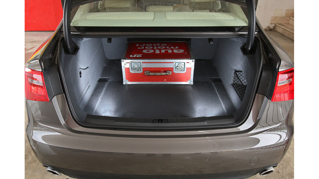 03/2011  Audi A6 3.0 TDI, aumospo 06/2011, Allrad, Kofferraum