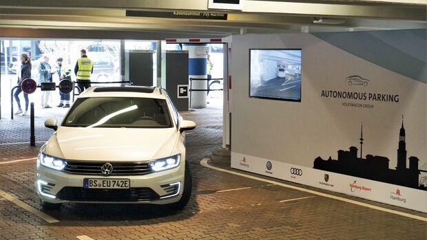 04/2018, autonomes Parken VW Passat GTE
