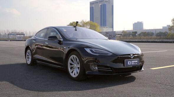 04/2019, Keen Lab hackt Autopiloten des Tesla Model S