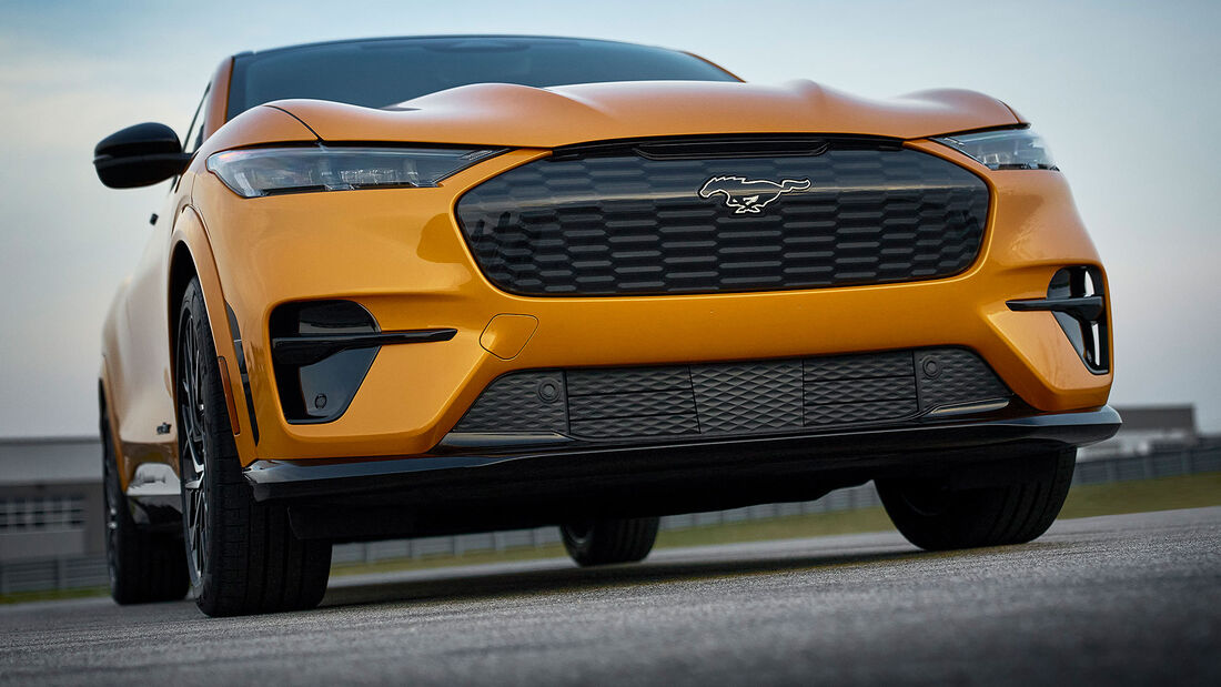 04/2021, Ford Mustang Mach-E GT